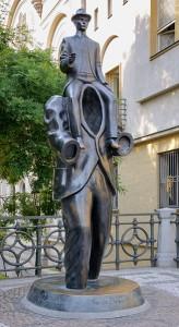 327px-Kafka_statue_Prague